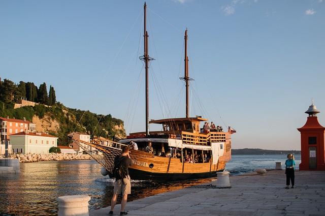 plovba z ladjico po slovenski obali