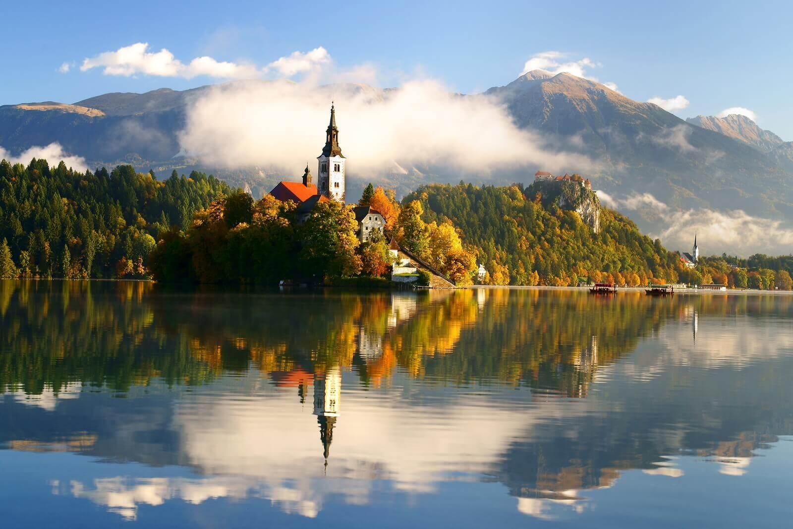 bled-Island-alpine-lake-resort