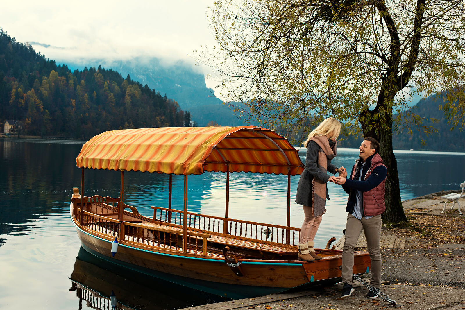 bled-boat-sail-island-activit-holiday-couples