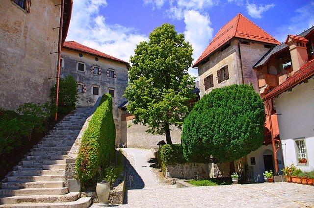 bled-castle-visit-tour-slovenia-lake-trip