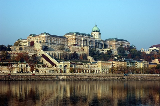 buda-pest-city-castle-tour-visit-east-europe