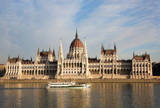 budapest-tour-travel-hungary-europe