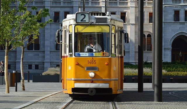 budapest-visit-transportation-book