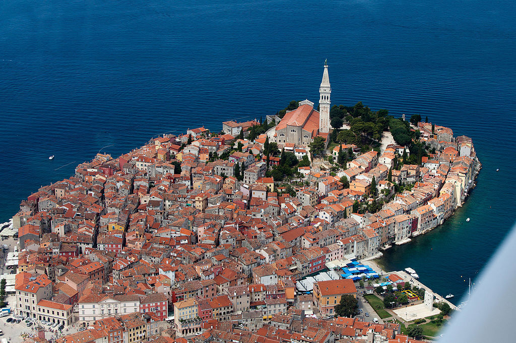 rovinj-town-seaside-visit