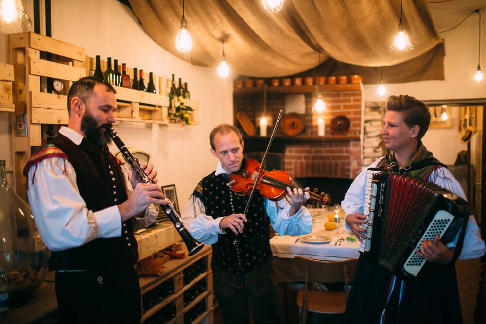slovenia folkrole entertainment